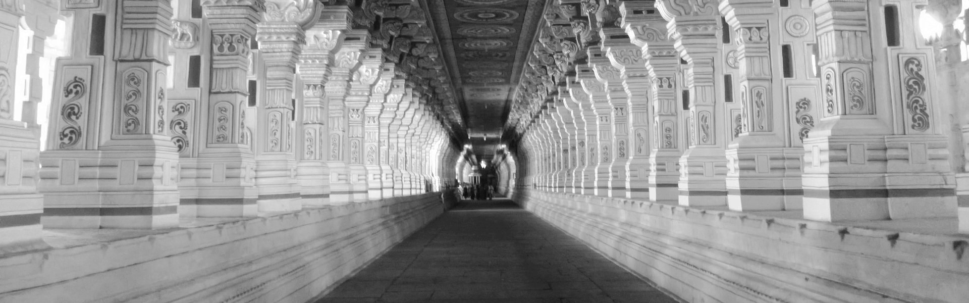 1000 pillar temple rameswaram blackandwhite