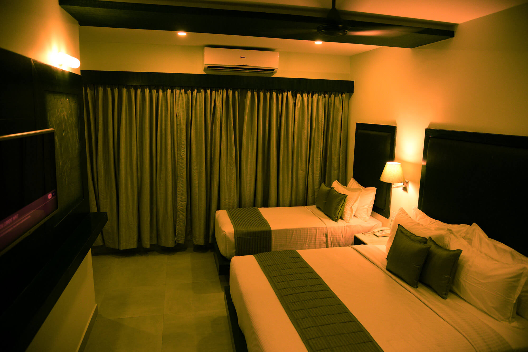 Triple bedroom with green shade in Hotel Rameswaram Grand